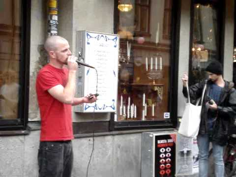 Dave Crowe beatboxing in Stockholm