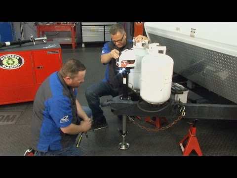 BULLDOG® 4K Powered A-Frame Jack featured on Motorhead Garage