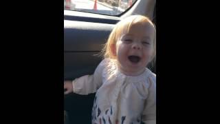 بالفيديو – طفلة تقلد أديل وأغنية hello بطريقة رائعة!