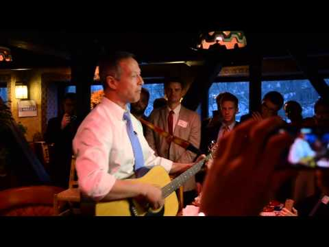 "Martin O'Malley sings ""This Land Is Your Land"""
