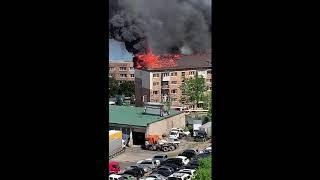 Многоэтажка горит на Крыгина, 74