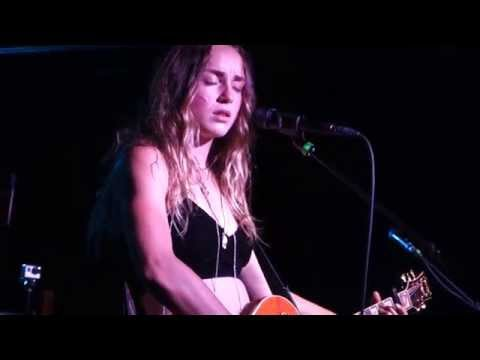 """Zella Day performing """"Seven Nation Army"""" and """"Folsom Prison Blues"""" in Phoenix, AZ, 9/17/2015"""