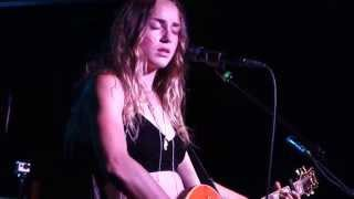 "Zella Day performing ""Seven Nation Army"" and ""Folsom Prison Blues"" in Phoenix, AZ, 9/17/2015"