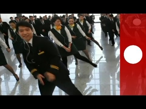 Amazing airport flashmob: Flight attendants surprise travelers in Shanghai
