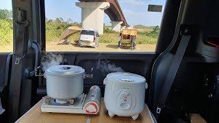 橋の下で車上生活する男女に食事を作ったら軽トラの上に製作中の家を見せてくれました