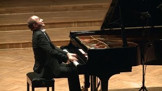 Play Piano Sonata in A Major, D. 664 III. Allegro