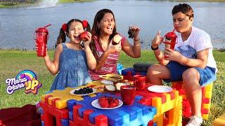 Maria Clara e JP fazem um piquenique em família no quintal!