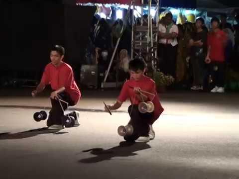 Diabolo (Chinese yo-yo) amazing performance
