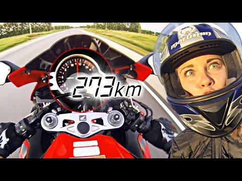 Разогнался до 273 км/ч с девушкой на мотоцикле - Не повторять