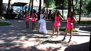 Cвадебный танец невесты и её подружек.
