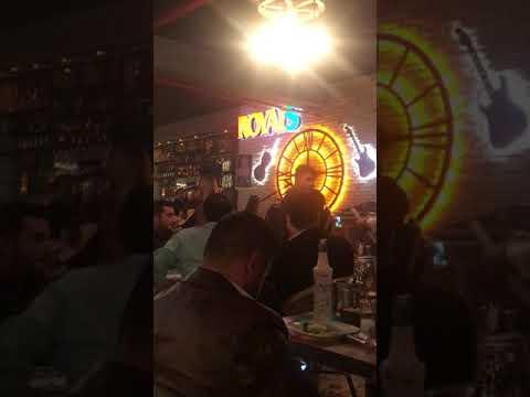Xece herdem - dağlarında kar ben olsaydım Diyarbakır konseri royal's bar Cafe