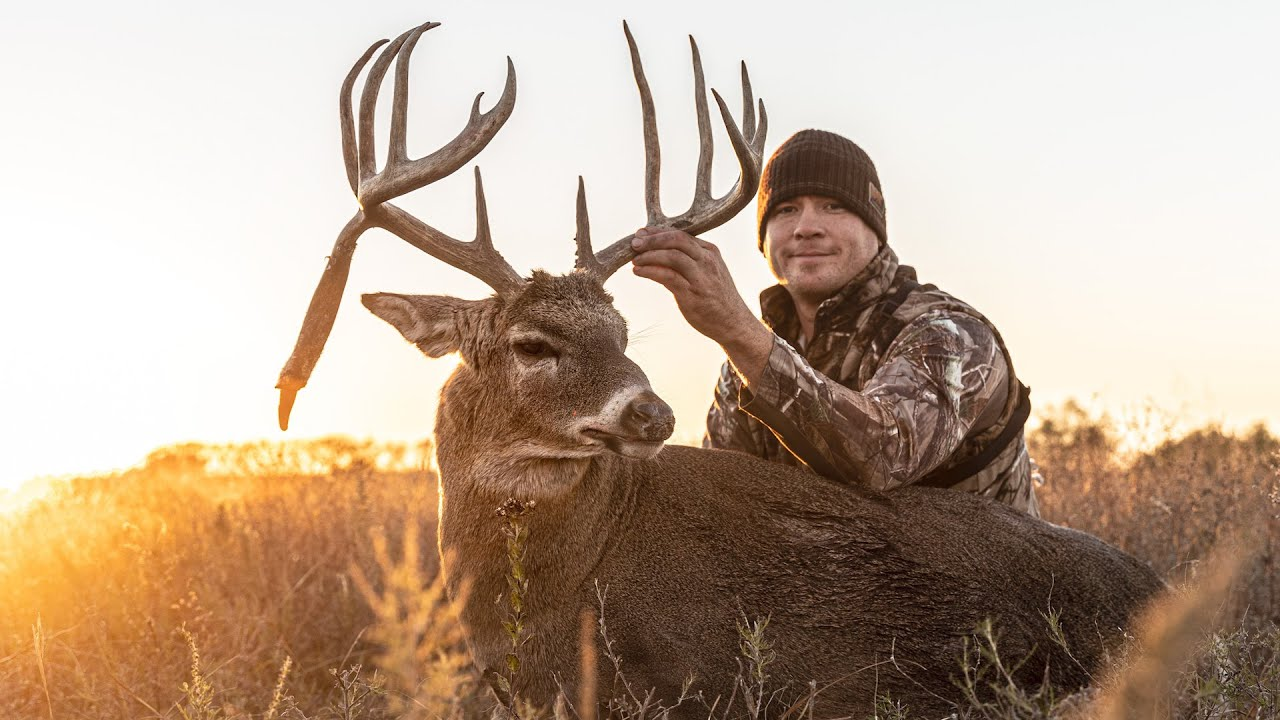 KANSAS DROP-TINE GIANT! - Buck Tries To Swim Away!
