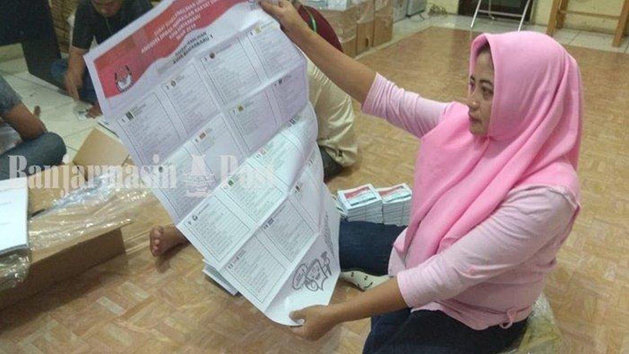 Pelipatan Surat Suara Pemilu 2019 Aula Kantor Kpu Kota Banjarbaru Satu Surat Suara Dihargai Rp 100