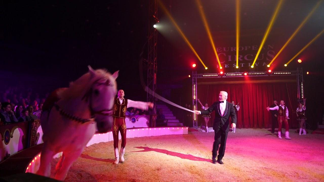 Les jockeys de la troupe Donnert au Cirque de Stefan Agnessen