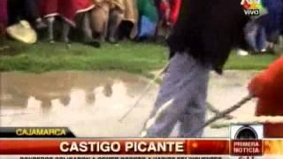 TUTEVE.TV/ Ronderos obligan a delincuentes a comer rocoto