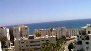 Navarria Hotel Limassol, Отели Кипра глазами туриста(Navarria Hotel Limassol,отели Кипра глазами туриста. HD видео обзор, расстояние до пляжа. Новое видео об отдыхе на Кипре..., 2015-05-09T04:48:12.000Z)