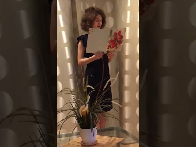 Изображение предпросмотра прочтения – ТатьянаПолиенко читает произведение «В зале» М.И.Цветаевой