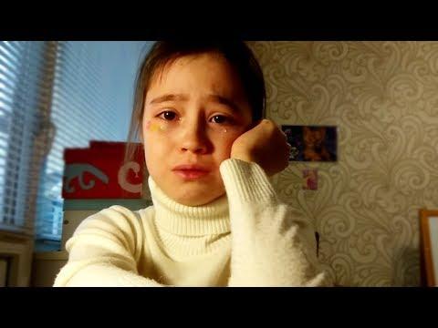 Девочка плачет 'Никто не пришёл на фан встречу'