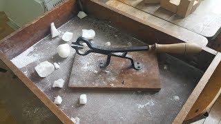 Jak se štípaly cukrové homole před vynálezem kostky cukru thumbnail