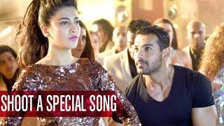Shruti Haasan, John Abraham Match Steps For 'Welcome Back' Song | Bollywood News