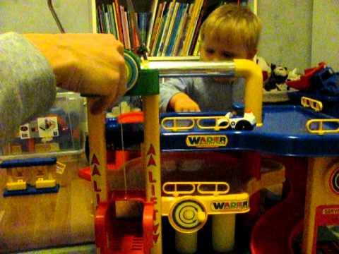 Speelgoed Garage Wader : Wader garage lift stucks youtube