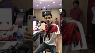 Cảm xúc của Mạc Văn Khoa trước iphone Xs Max đầu tiền về Việt Nam giá 79 triệu tại Minh Tuấn Mobile thumbnail