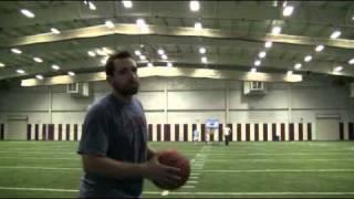 Баскетбольный мяч против фрисби