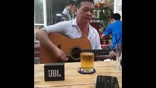 BAMBINO HÒA TẤU GUITAR