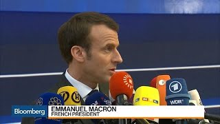 Macron Warns of Hard Brexit If U.K. Doesn't Ratify May's Deal