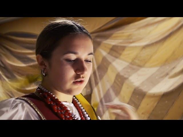 Изображение предпросмотра прочтения – ВарвараГладкова читает отрывок изпроизведения «Вечера на хуторе близ Диканьки» Н.В.Гоголя