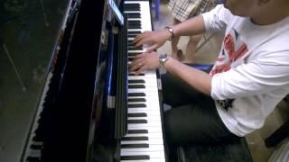 Nhạc sĩ Lê Hoàng chơi Piano ngẫu hứng