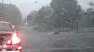 Repeat youtube video Unwetter in Bochum 20.06.2013 Blitzeinschlag ins Auto