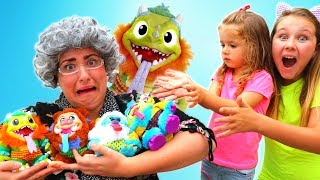 Ruby & Bonnie playing with Crate Creatures Surprise Toys! Kids Pretend Play w/ Greedy Granny