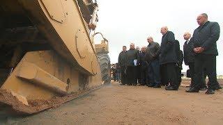 Лукашенко ознакомился с новыми технологиями ремонта и восстановления местных дорог