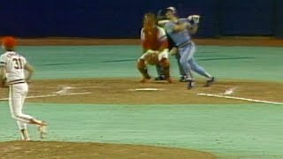 Yount hits a two-run bloop double in 1982 WS Game 1