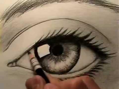 Artes desenhando um olho