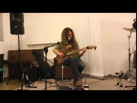 Guthrie Govan Interview -  Boing, We'll Do It Live! (2012)