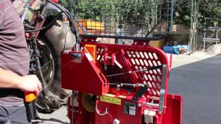 Repeat youtube video Montagevideo (Kurzversion) des Umrüstsatzes für mechanische Forstwinden auf Funksteuerung, 2015