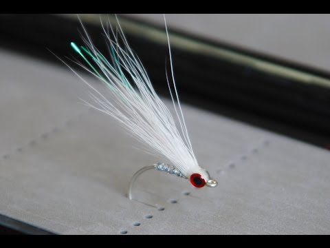 Bucktail Glass Minnow - UNDERWATER Footage - Saltwater And Freshwater Streamer Fly