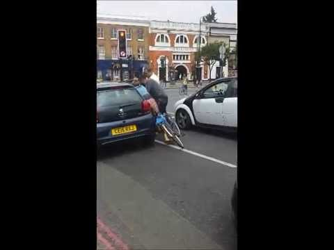 Crazy East London girls fighting: road rage!!!!