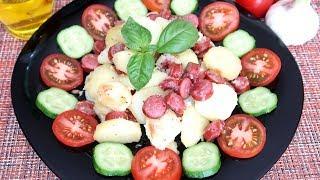Картофель на сковородке с охотничьими колбасками