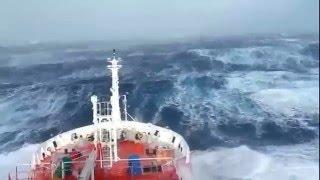 Шторм (волны) в открытом море(Видео с капитанского мостика., 2016-01-07T17:09:20.000Z)