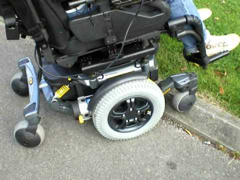 fauteuil roulant lectrique quantum 6000 de pride youtube. Black Bedroom Furniture Sets. Home Design Ideas