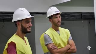La junta directiva y los jugadores visitan la obra de la reforma de El Sadar