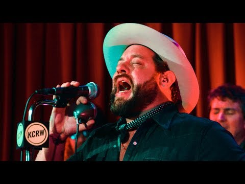 Nathaniel Rateliff and the Night Sweats performing
