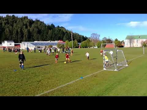 Dunedin 9th grade football game:  Māori Hill vs Roslyn