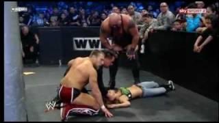 Big Show arrolla a AJ en pleno combate ante Daniel Bryan SmackDown 13-Enero-2012