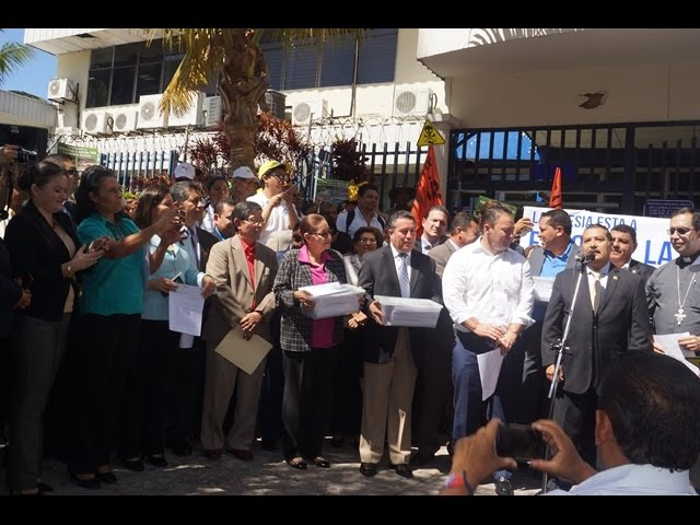 El Presidente de la Asamble Legislativa recibe a Arzobispo de San Salvador.