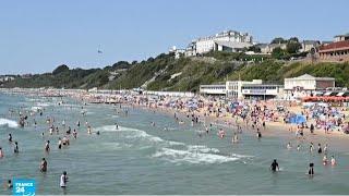 شواطئ بريطانيا تعج بالمصطافين بسبب الحرارة الخانقة والسلطات قلقة من استمرار تفشي فيروس كورونا