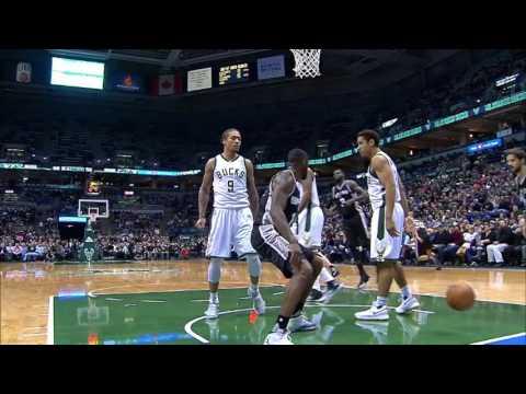 San Antonio Spurs at Milwaukee Bucks - December 5, 2016